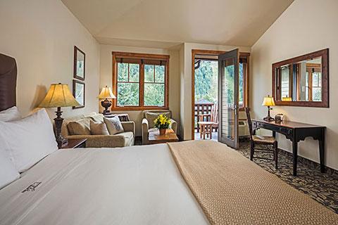 1-column-telluride-guestroom