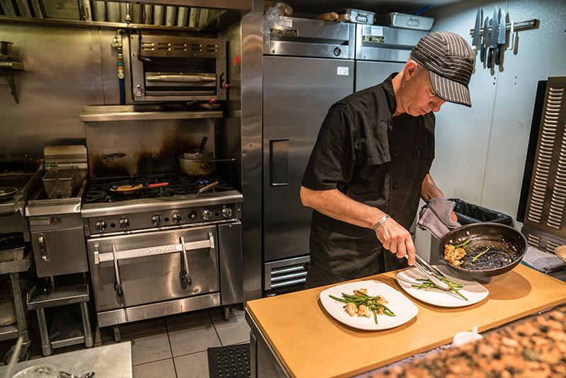West-End-Bistro-kitchen-plating